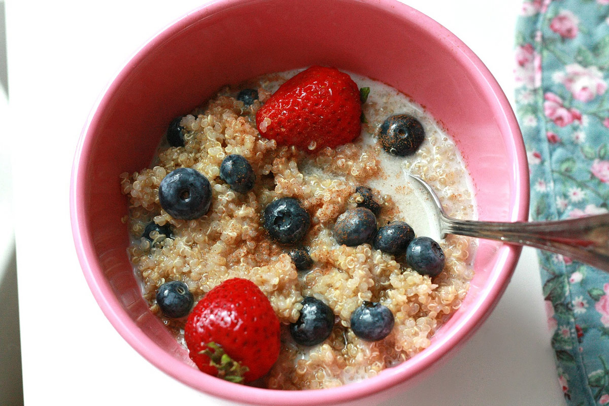 Quinoa for Breakfast with Strawberries & Blueberries - CookElite